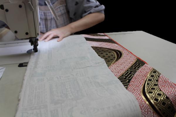 帯をリメイク・縫製中