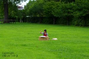 草原で内職
