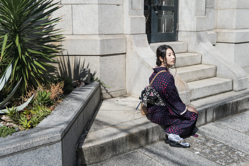 日本生命京都三条ビルと着物女子