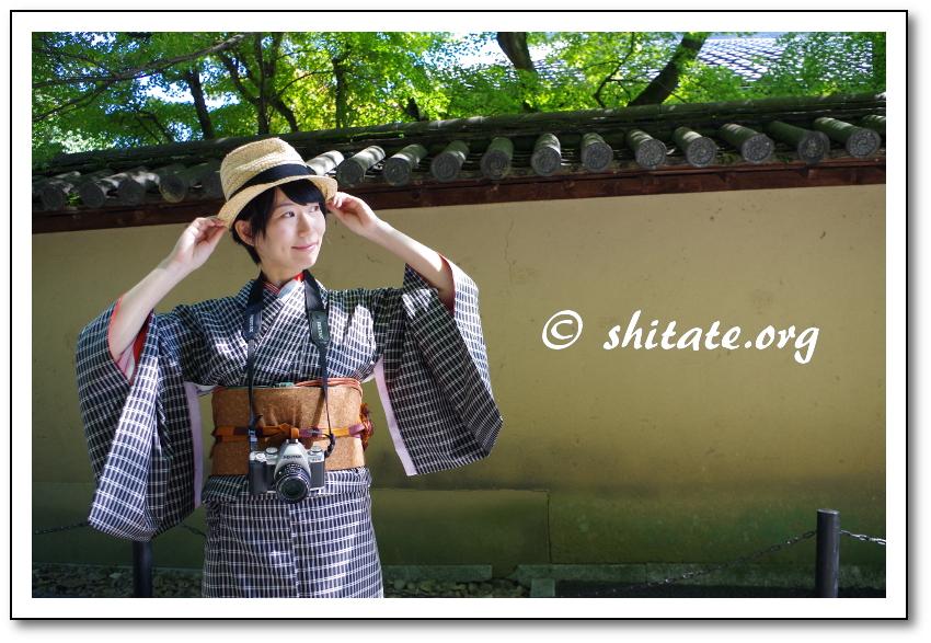 大徳寺の写真・カメラと帽子で着物コーディネート