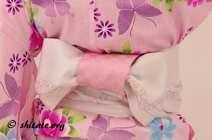 ピンクの浴衣とセット販売っぽい帯