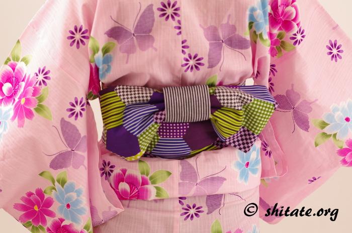 ピンクの浴衣とパッチワーク風の浴衣帯