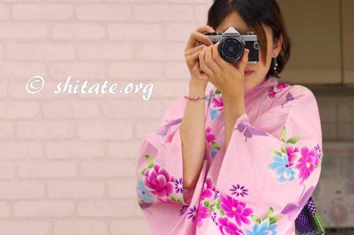ピンク浴衣とカメラ