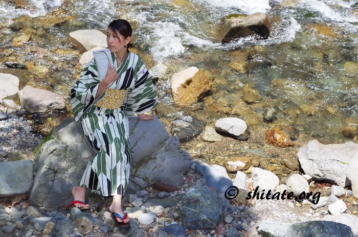 古典柄の浴衣+唐草の帯と川