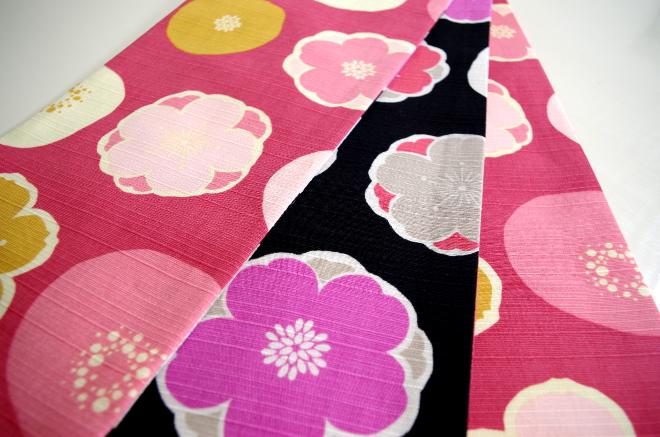 ピンクの花と黒い花の半幅帯