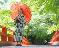 古典柄の浴衣女性のポートレート写真・赤い橋と番傘