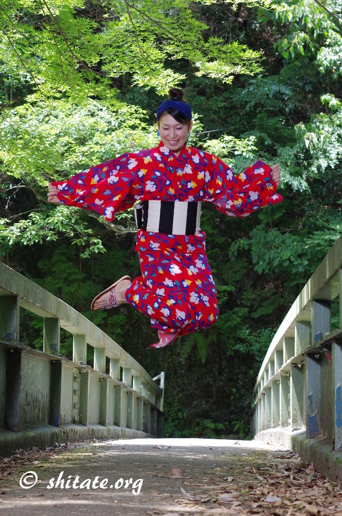 赤ポップ浴衣・ジャンプ