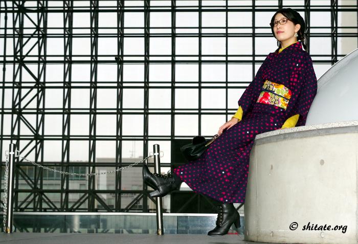 京都駅と着物女子