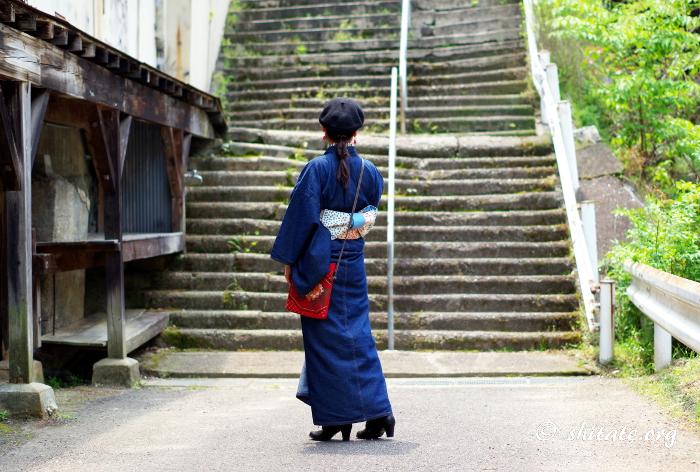 デニム着物のコーディネート・階段