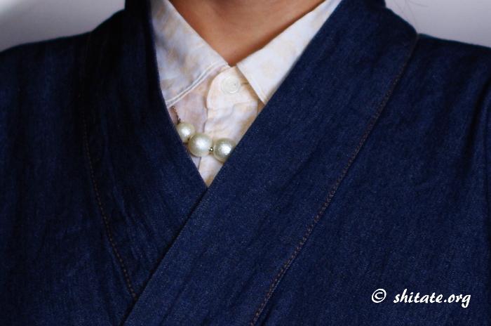 デニムの着物コーデ・襟元とネックレス