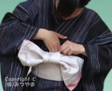 帯端を胴巻きと体の間に突っ込む-4