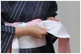 浴衣帯結び方 帯の両端開く2-左1