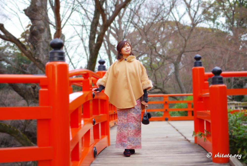 ポンチョと着物のコーデ-朱の橋2