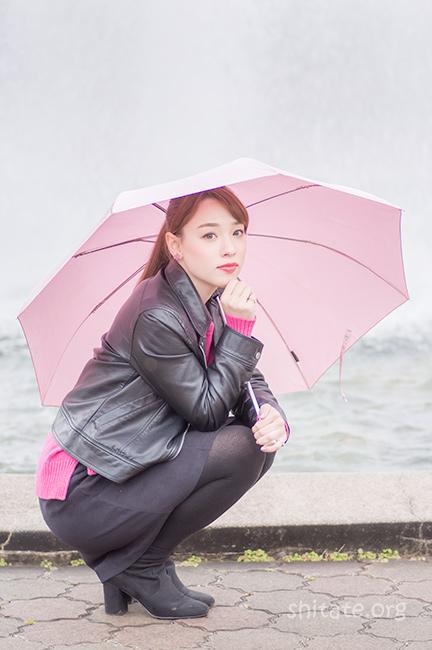 エリス梨亜奈さん・傘ポートレート