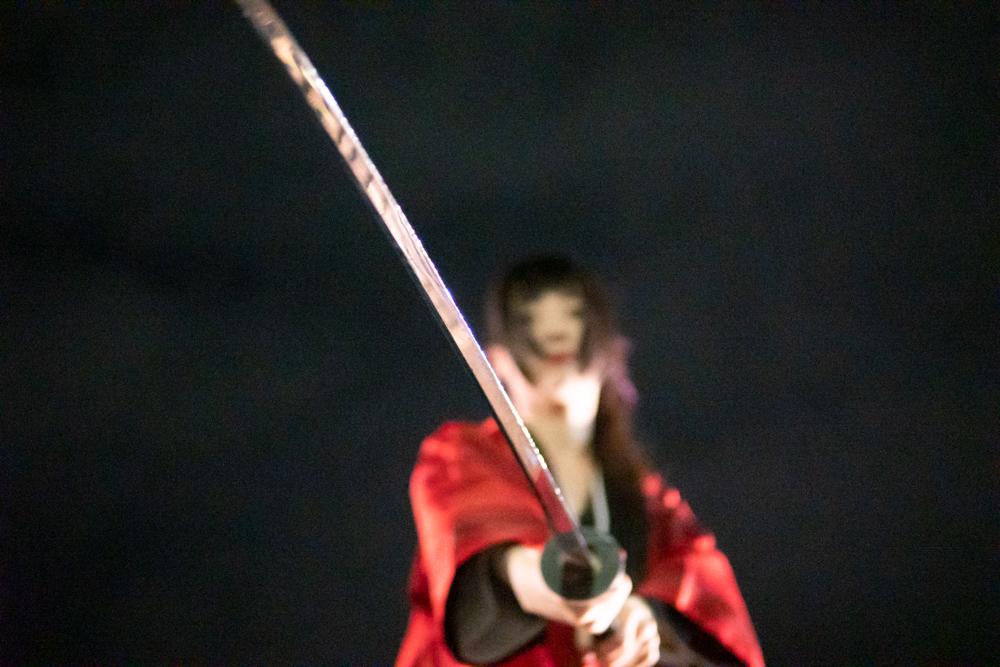 模擬刀を振る剣士3