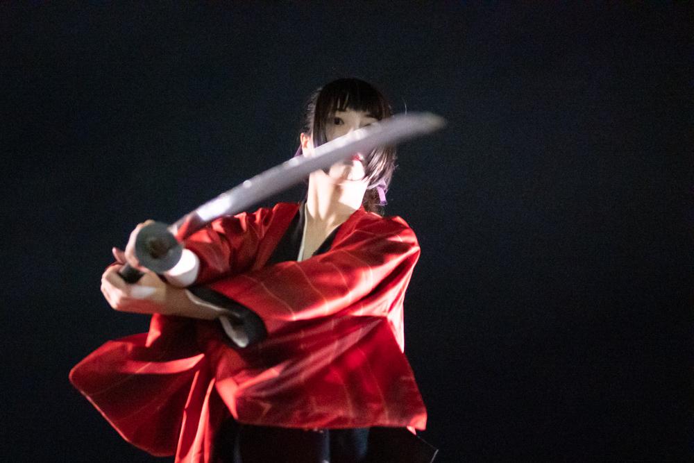 模擬刀を振る剣士2