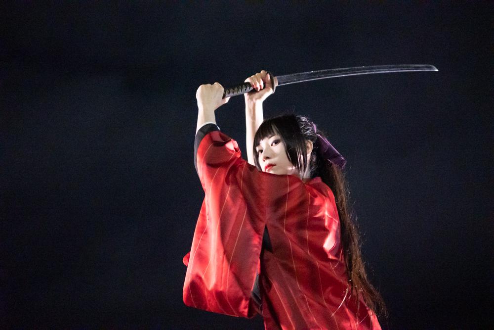 模擬刀を振る剣士1
